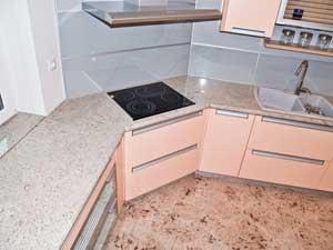 Marmorni pulti in tla v kuihinji 1